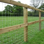 sawn-post-and-rail-with-horse-netting1